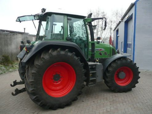 http://farmmachines.files.wordpress.com/2009/02/used-tractor-fendt-716-tms-1.jpg